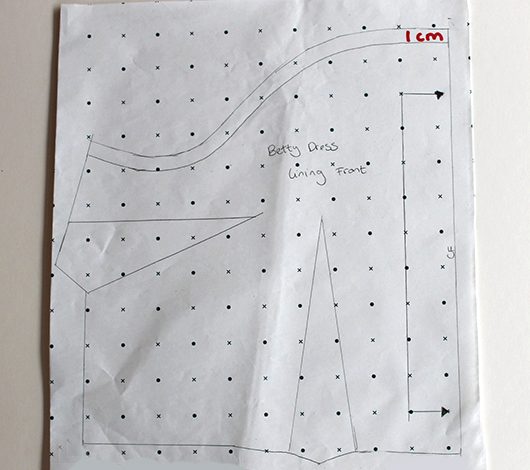 Hacking the Betty Dress pattern: create a lower scooped neckline, fully line the bodice using the original facing pieces and swap the full circle skirt for a quick and easy gathered skirt // Sew Over It