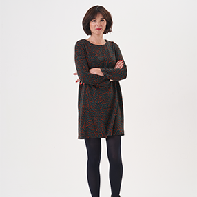 Lisa Comfort wearing the Ultimate Shift Dress and black tights