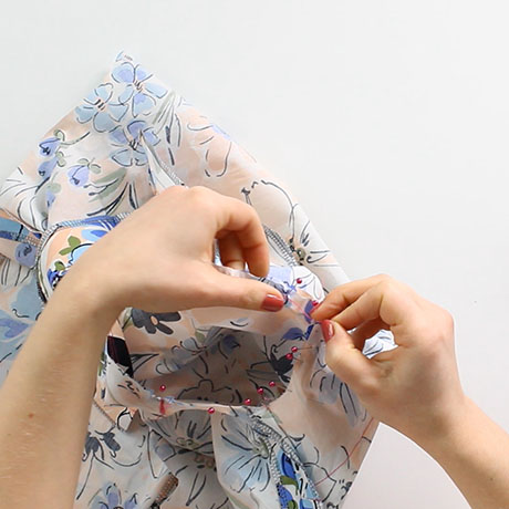 How to insert a sleeve: woven