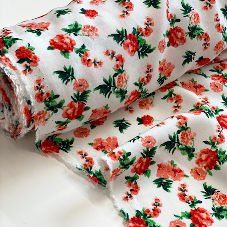 Sew Over It - Summer Roses White viscose